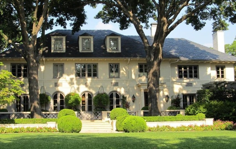 Advantages of Renting Furnished Luxury Houses